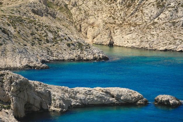 Parc national de la calanque le long de la mer méditerranée entre marseille et cassis