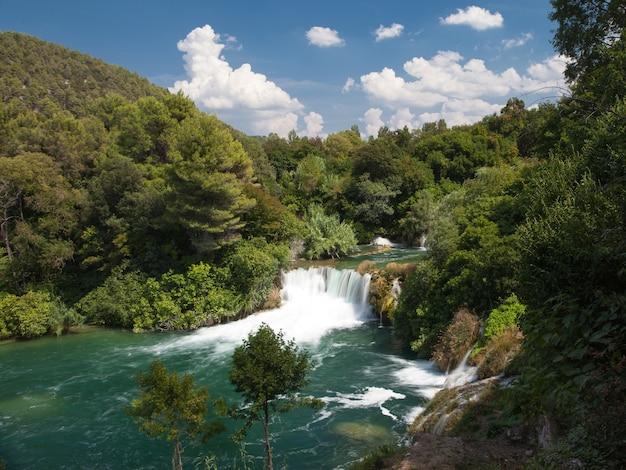 Parc national de krka célèbre pour la cascade de skradin buk