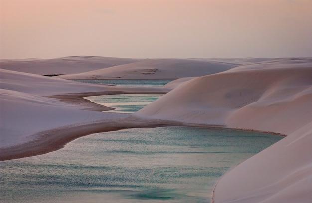 Parc national lencois maranhenses maranho brésil dunes de sable blanc et lagons saisonniers