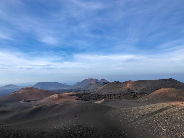 Parc national de timanfaya sur l'île de lanzarote. îles canaries, espagne. paysage volcanique.