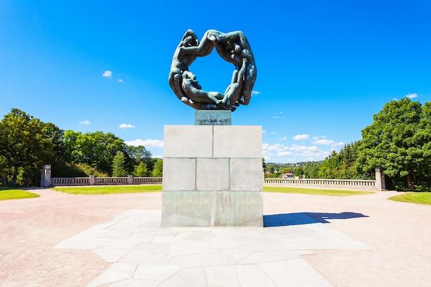 Parc de sculptures vigeland ou vigelandpark à oslo, norvège.