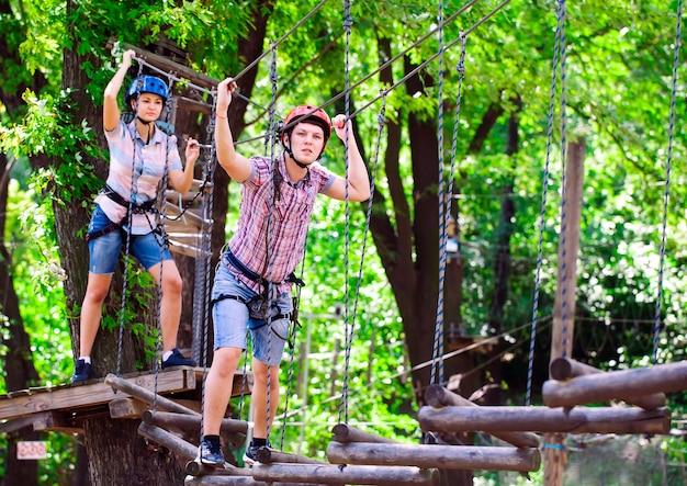 Parcours d'escalade d'aventure