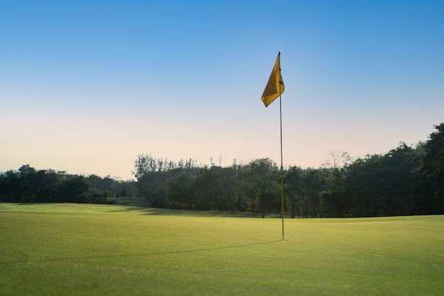 Parcours de golf à la campagne