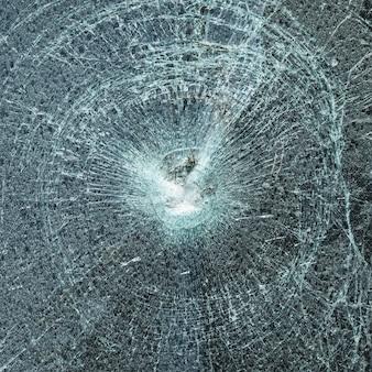 Pare-brise cassé après un accident de voiture