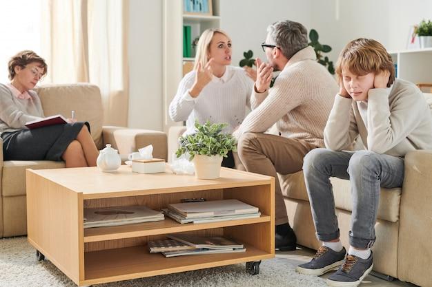 Des parents nerveux en conflit