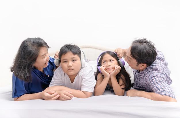 Les parents ont crié aux enfants d'arrêter d'écouter de la musique
