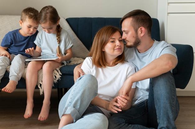 Les parents passent du temps avec leurs enfants
