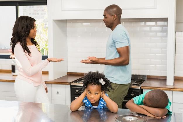 Des parents qui se disputent devant les enfants
