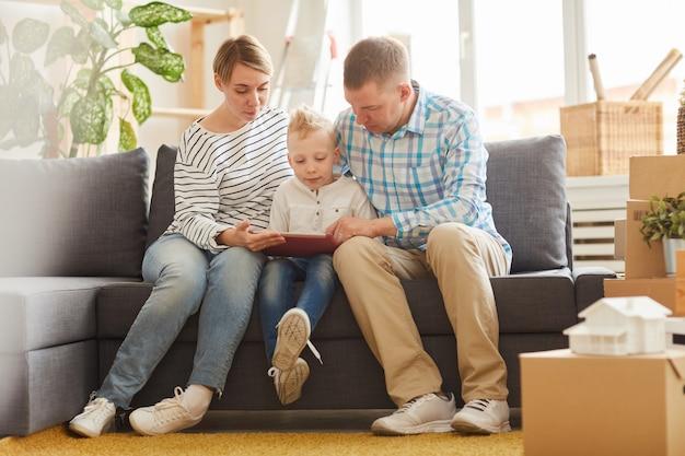 Parents, utilisation, tablette, numérique, apprentissage, fils
