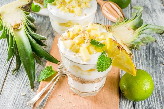 Parfait au petit déjeuner à l'ananas