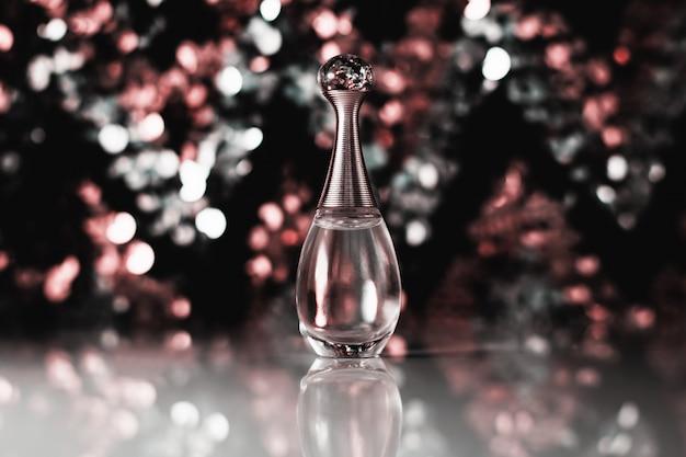 Parfum avec arrière-plan flou