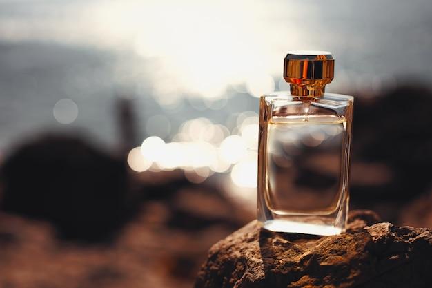 Parfum Sur La Mer Au Coucher Du Soleil Photo Premium
