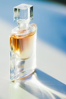 Parfum de parfum du matin au soleil parfumerie comme produit de beauté et cosmétique de luxe