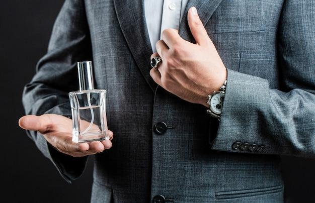 Parfumerie ou bouteille d'eau de cologne parfumerie, cosmétiques, bouteille d'eau de cologne parfumée