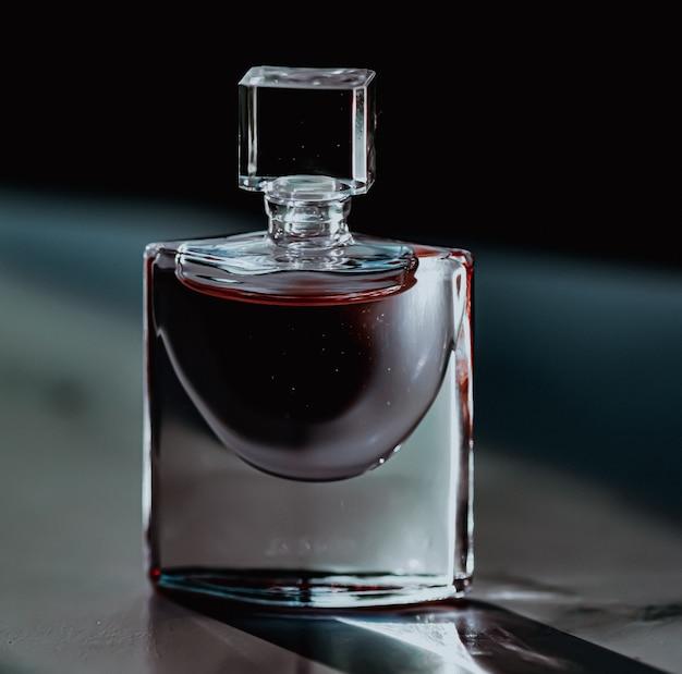 Parfumerie chic de bouteille de parfum comme produit de beauté et de cosmétique de luxe