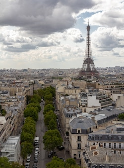 Paris, capitale de la france, est une grande ville européenne et un centre mondial d'art, de mode, de gastronomie et de culture