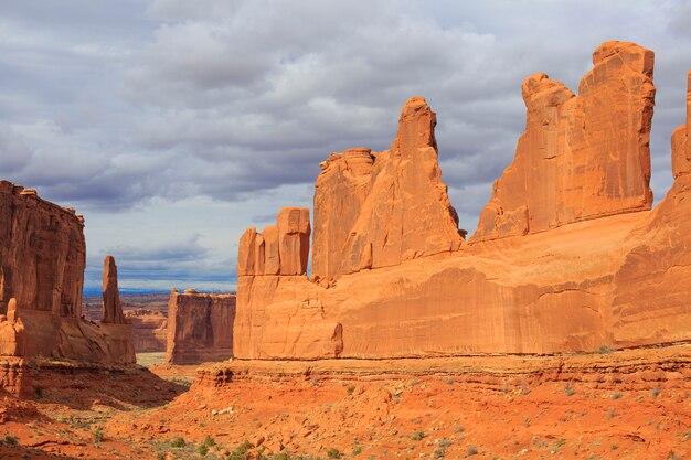 Park avenue viewpoint dans le parc national des arches. moab, utah, états-unis.