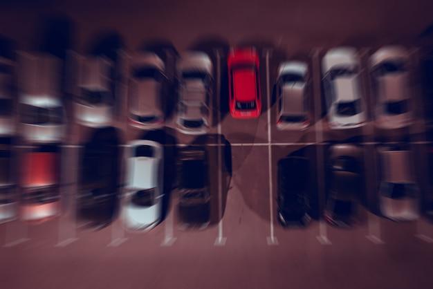 Parking de nuit en rangées, high angle view