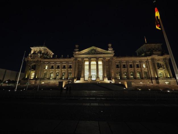 Parlement du bundestag à berlin la nuit