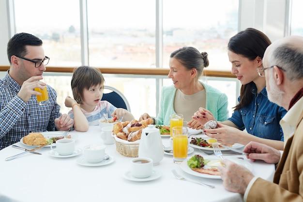 Parler au petit déjeuner