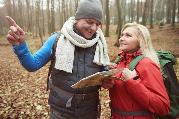 Parler des plans pour la randonnée