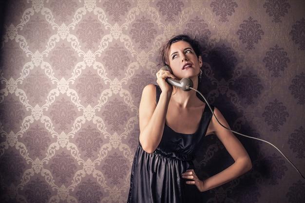Parler sur un téléphone classique