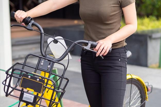 Partage du système de vélo dans la ville, par scan qr code and ride