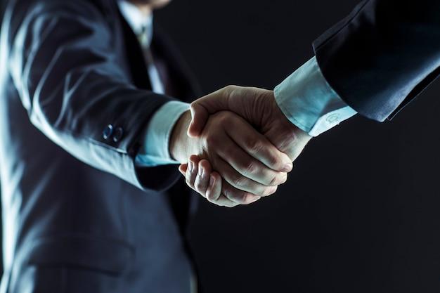 Partenaires commerciaux de poignée de main.