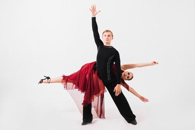 Partenaires de danse en position difficile