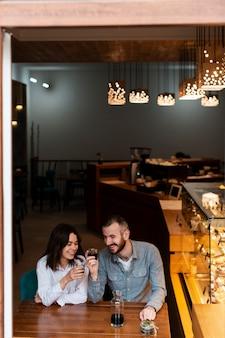 Partenaires de petites entreprises célébrant