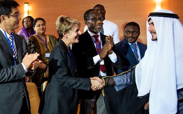 Partenariat dans le cadre de la conférence sur la diversité conclue dans le cadre de l'accord de poignée de main