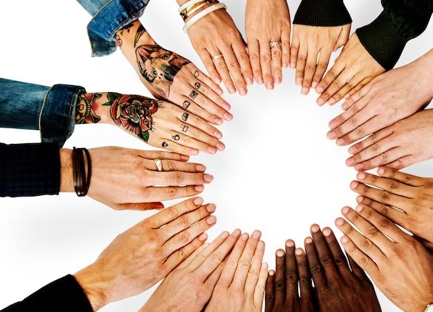 Partenariat mains diverses ensemble