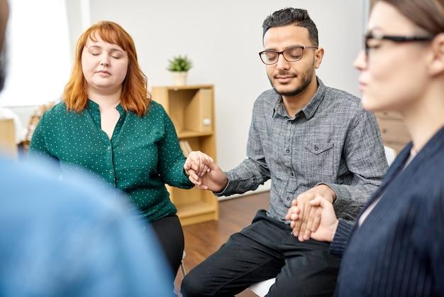 Participants à la séance de thérapie de groupe