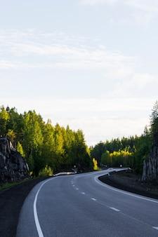 Partie de l'autoroute en été.