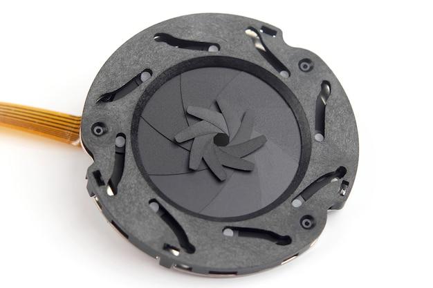 Partie démontée de l'ouverture de l'objectif de la caméra. technologies et équipements pour appareils modernes