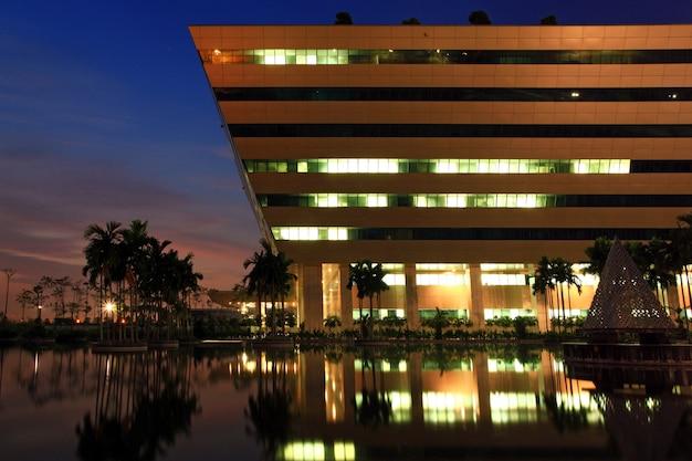 Partie du bâtiment du complexe gouvernemental