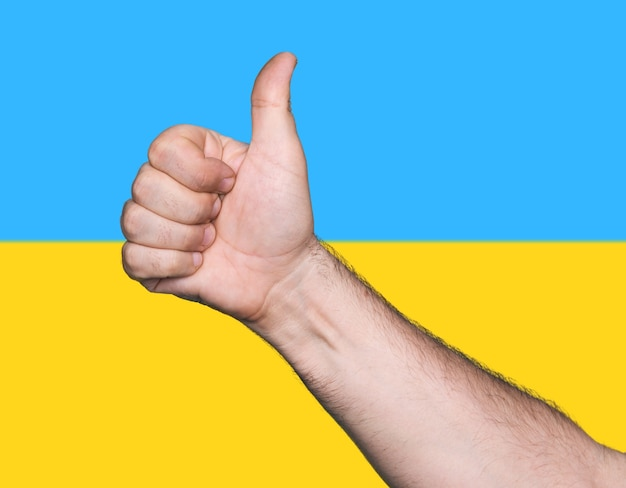 Partie du corps. tum up signe sur fond de couleurs du drapeau ukrainien