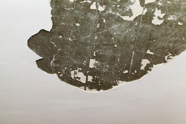 Partie du mur lors de la réparation, gros plan à l'intérieur de la pièce