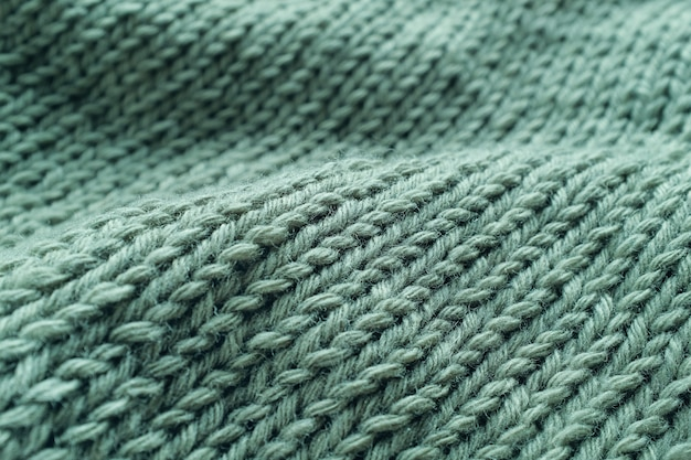 Partie d'un projet tricoté, gros plan de chandails, vue de dessus. les boucles classiques sont faites de fils verts de laine italienne. fond texturé.