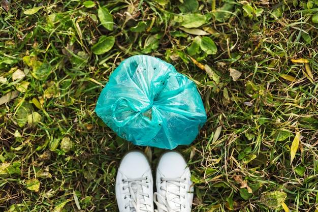 Pas de poubelle collecte des ordures et vie de maison de campagne. nettoyer la planète