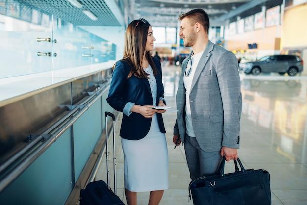 Les passagers de la classe affaires en attente à l'aéroport