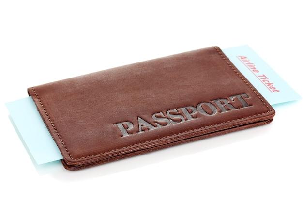 Passeport et billet isolé sur blanc