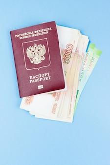 Passeport étranger avec de l'argent