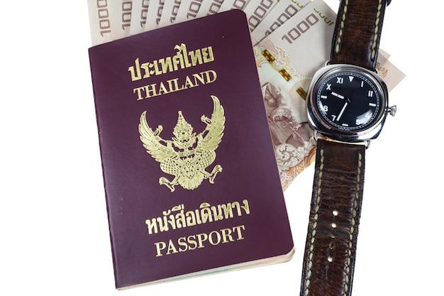 Passeport de thaïlande de plan rapproché, boussole, montre, monny sur le blanc