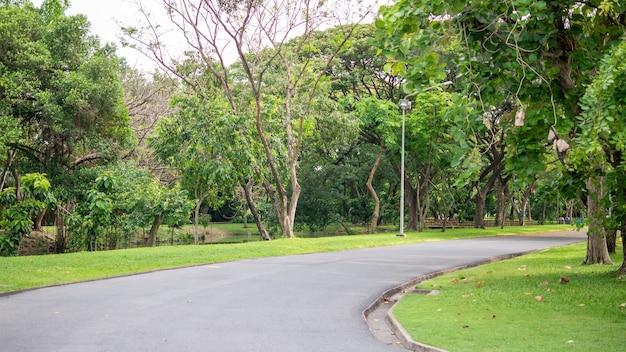 Passerelle dans le jardin du parc public suan luang rama ix bangkok thaïlande background