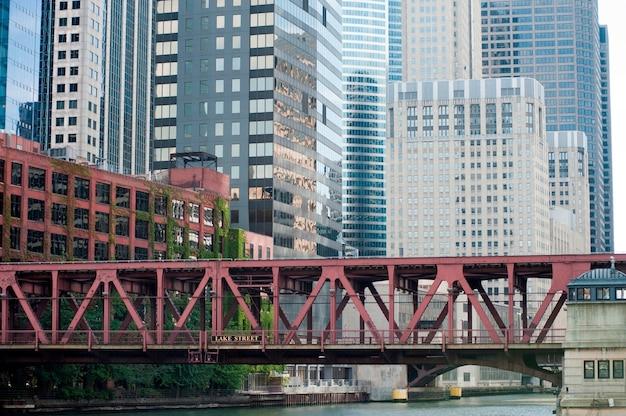 Passerelle sur la rivière à chicago