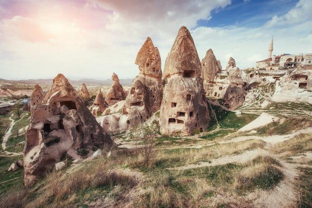 Passez en revue les formations géologiques uniques en cappadoce, en turquie. kappa