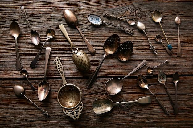 Passoires et cuillères à thé rétro vintage