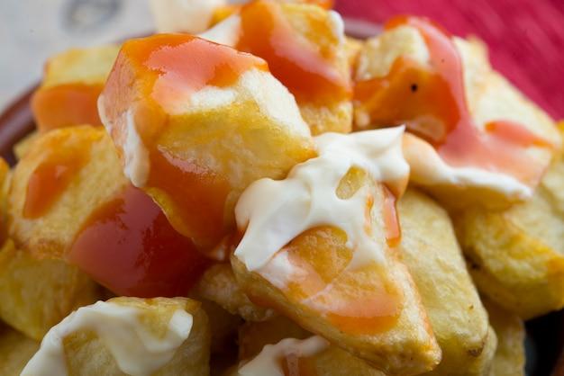 Patatas bravas typique espagnol