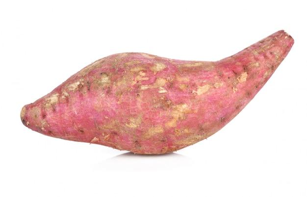Patate douce isolée sur blanc